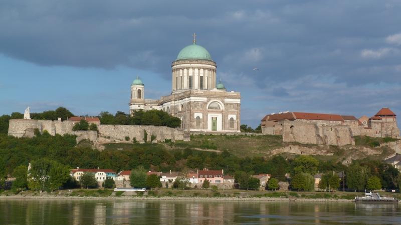 esztergom-bazilika-a-duna-tulso-oldalarol